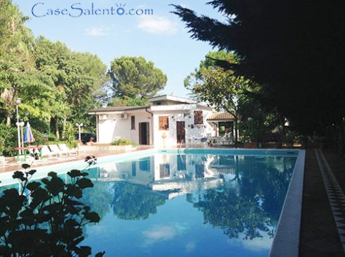 Villa piscina semi-olimpionica Oria