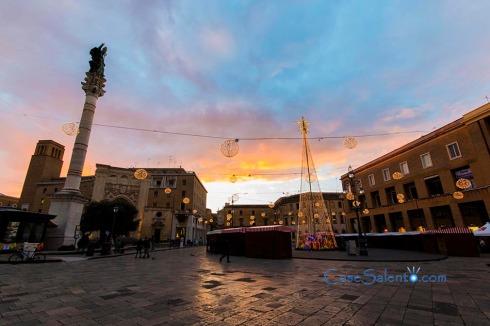 Piazza Sant'Oronzo all'alba, perido Natalizio
