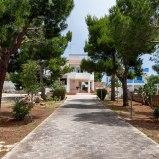 Villa con grandissimo giardino di 4000mq vicina alla spiaggi: https://www.villesalento.it/index.html#/Villa/Affitto/m520