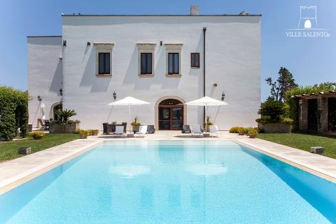 villa-con-piscina-privata-in-affitto-lunghi-periodi-per-più-famiglie